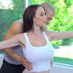 Perverzni fitnes trener i sisata cura